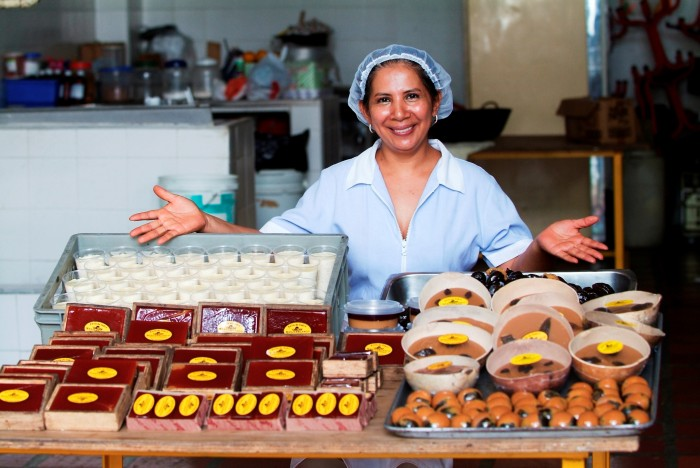 0804_Colombia_patissiere with cakes and big smile